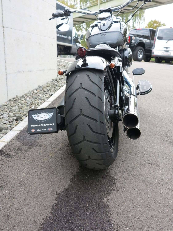 Xl L Superlow Heathen Chrome furthermore F Bd A further Mg Copy X besides Travertson V Rex Custom Bike Looks Like A Sci Fi Predator furthermore Img. on harley davidson night rod custom